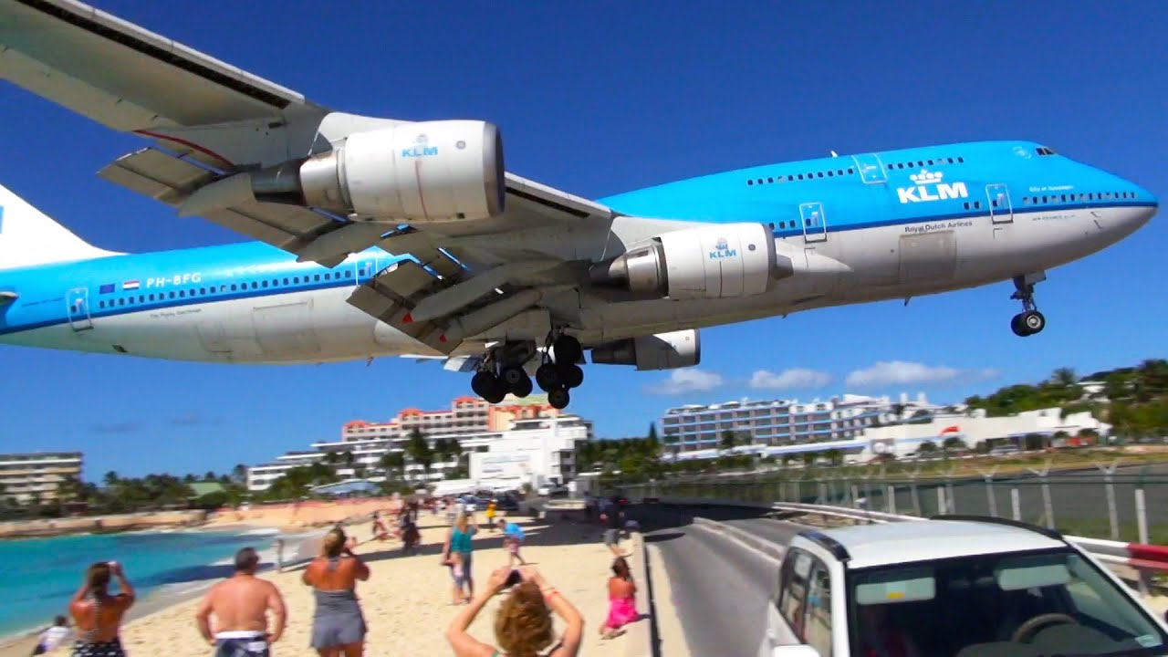 new boeing 747 low