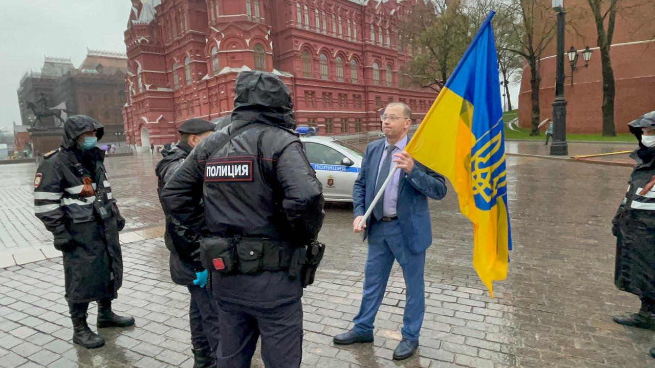 Уберите флаг этой страны: самое смелое поздравление украинцев с Днём Победы из Москвы