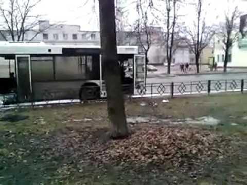 Загорелся автобус на Воровского в Кингисеппе