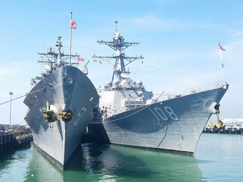 Cận cảnh cặp tàu chiến hộ tống cực mạnh cho tàu sân bay USS Carl Vinson tại cảng Đà Nẵng