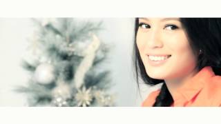 Sophie Catalog 56: Christmas Issue photo shoot BTS with Isabelle Daza Thumbnail