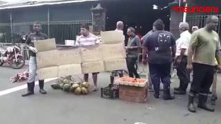 Rose-Hill : les marchands ambulants manifestent dans la rue. 23.04.18