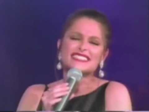 Daniela Romo le canta Amnesia a Jose Jose