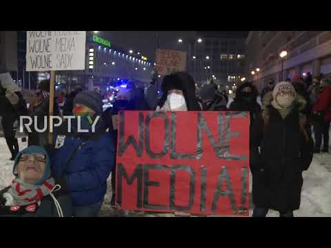 Poland: Protesters rally for media freedom outside State TV