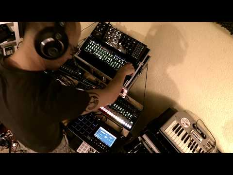 Live dawless Synthjam with MPC Live, TR-8, Moog Mother 32, System-1m, Analog Heat