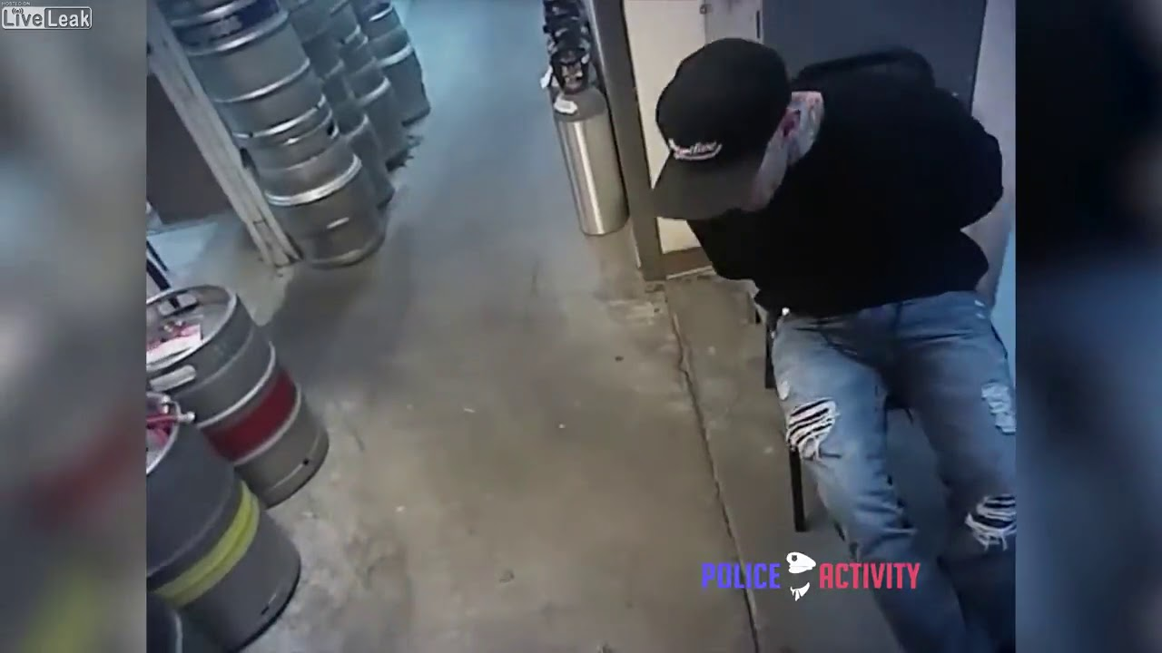 Download Suspect Spits on Cop, Cop Knocks Him Out