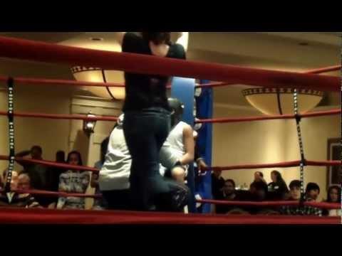 Boxing William Moyer decs Jadon Monro