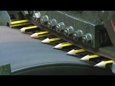 شاهد كيف يتم تصنيع قلم الرصاص داخل المصانع العملاقة .. مشاهد مذهلة ستراها لاول مرة في حياتك  - نشر قبل 8 ساعة
