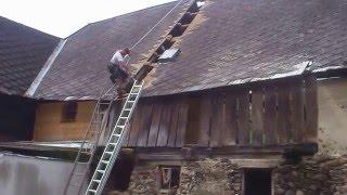 Eternitová střecha.