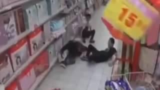 Мистическое видео. До муражек(Событие разворачивается в китайском гипермаркете. Женщина решила поднять упавший продукт и тут ее охватил..., 2017-02-11T13:53:09.000Z)