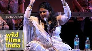 Indian sufi singer Ragini Rainu singing