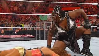 Raw: Kelly Kelly & Eve vs. The Bella Twins