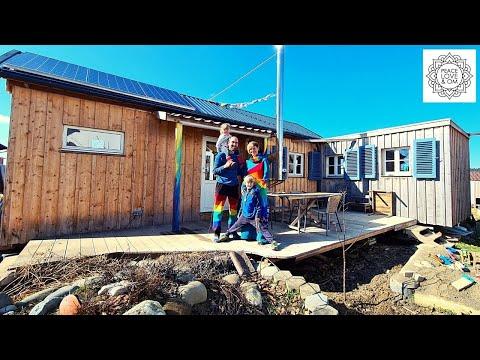 Zu viert im Tiny House - fast autark mit Biogas- und Photovoltaikanlage
