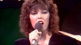 Watch Pat Benatar Heartbreaker video