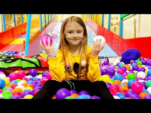 Куда мы уехали? День развлечений в семейном парке   Едем с горки с Ярославой   Видео для детей