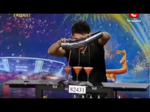 Chàng trai pha chế rượu gây sốt chương trình Ukraine