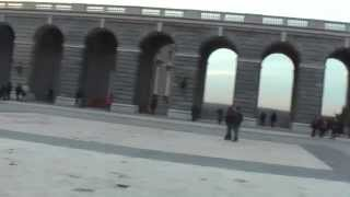 ИСПАНИЯ: Площадь королевского дворца в Мадриде... Испания Spain(Путешествие в Голливуд: ИСПАНИЯ Ответы на вопросы http://anzortv.com/forum Смотрите всё путешествие на моем блоге..., 2013-02-23T02:29:03.000Z)