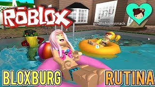 Roblox summer routine in Bloxburg with baby Goldie and Titi games