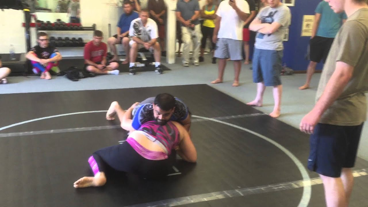 Woman Submits Man from 10th Planet Jujitsu in - YouTube