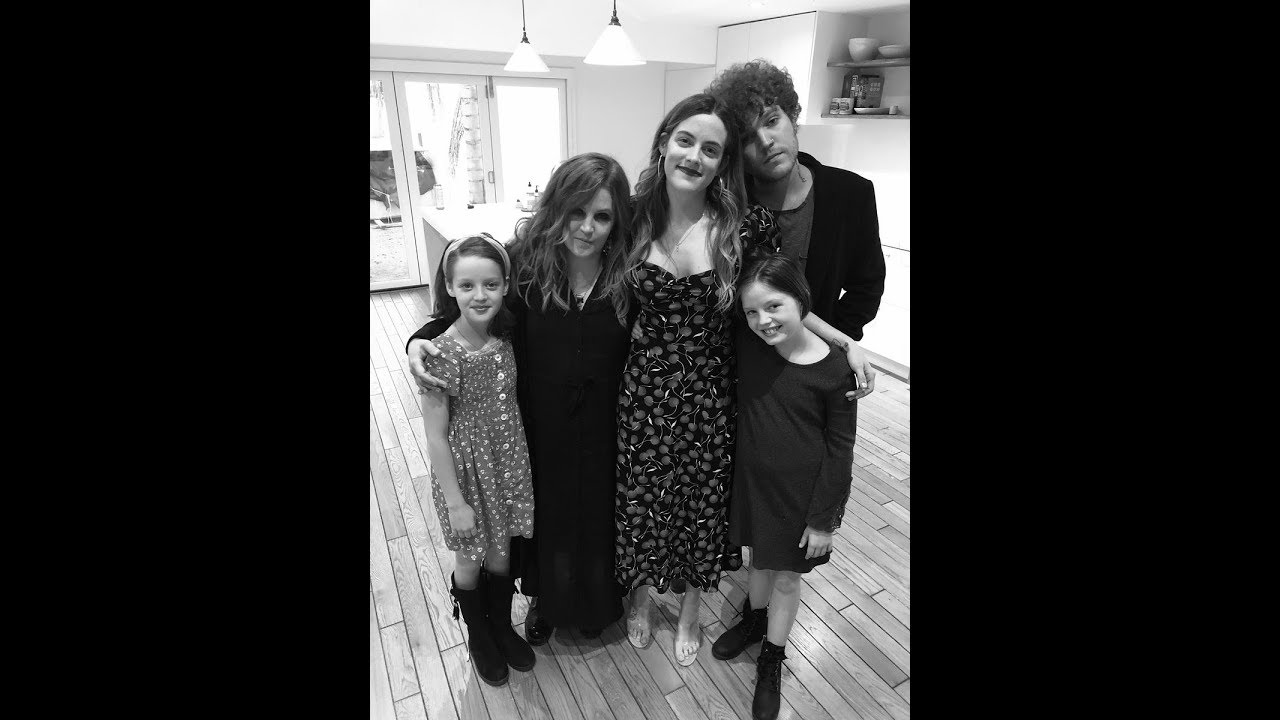 Lisa Marie Presley posts rare photo with all four of her kids