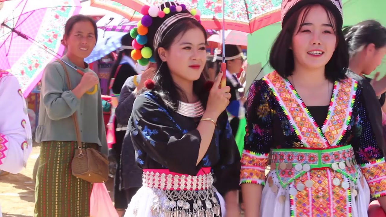 Beautiful hmong girls at the hmong new fastival