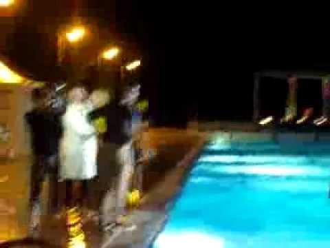 Alex goude qui teste le num ro d 39 un candidat la piscine for Piscine puteaux