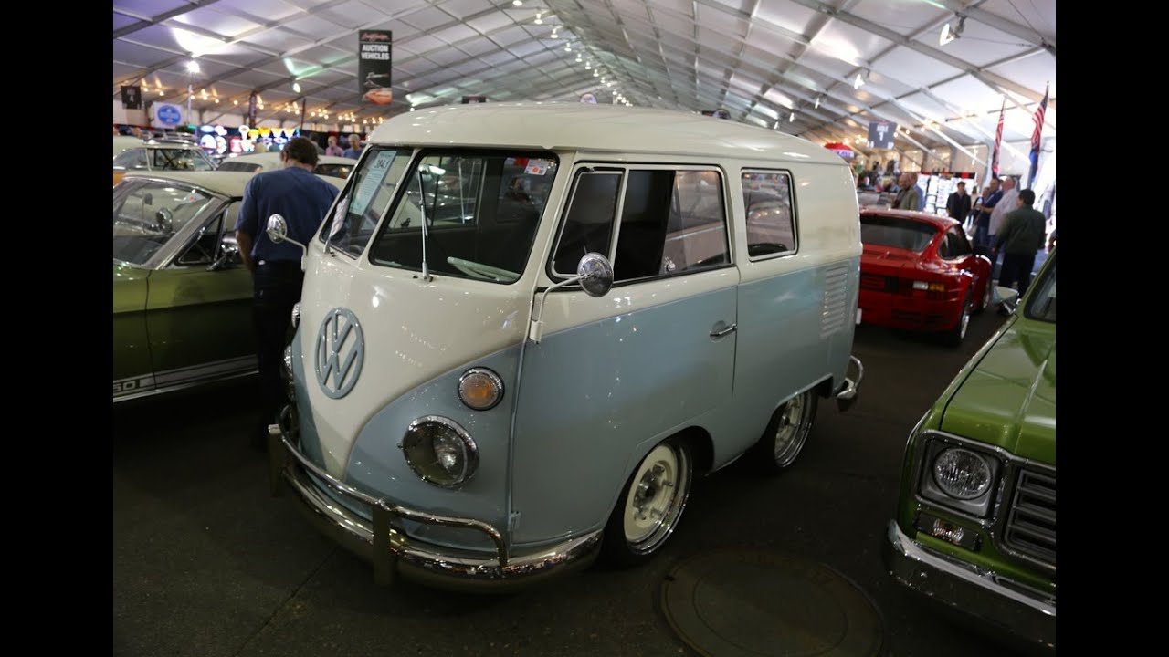 Gas monkey garage shorty bus at barrett jackson collector for Garage mj auto
