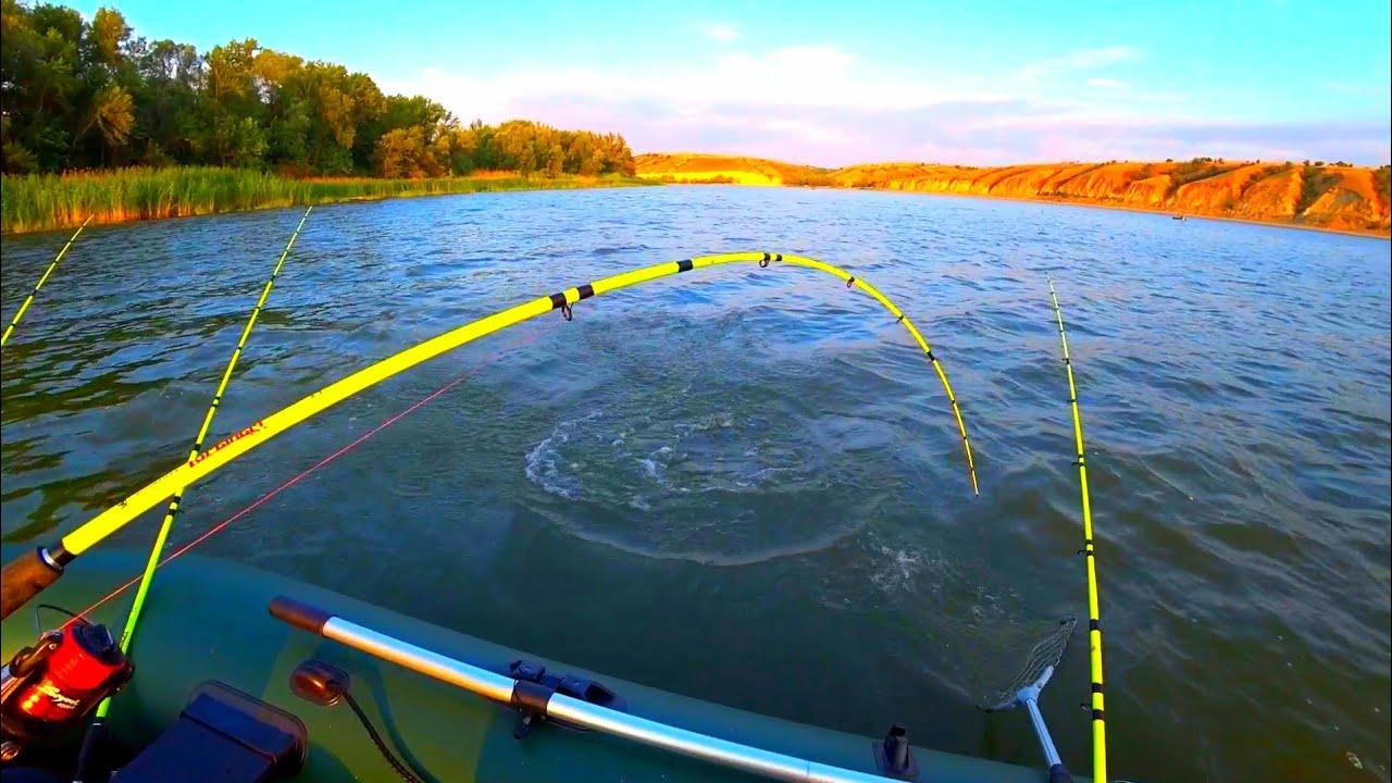 ЗА ЭТОГО САЗАНА СЛОМАЛ СПИННИНГ рыбалка на крупного сазана