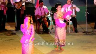 Thai dancers perform Fan dance at Sangai festival, Manipur