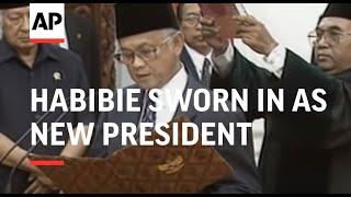 Download lagu INDONESIA: JAKARTA: B J HABIBIE SWORN IN AS NEW PRESIDENT