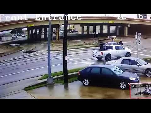 Sufrió 2 accidentes de tránsito al mismo tiempo y sale ileso