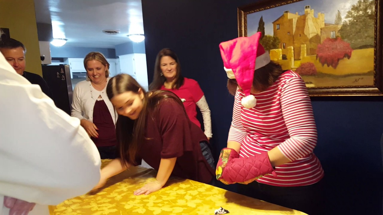 Christmas Oven Mitten Game – Great Group Games