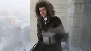 سكب ماء مغلي في درجة حرارة ٤١ تحت الصفر.FLV