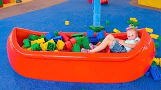 Настя в парке Леголенд играет на детской площадке лего Влог развлечения для детей Legoland for kids