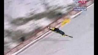 skok Adama Małysza(z zerwanymi goglami) w Trondheim sezon 2003/04