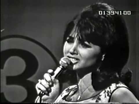 Donna Loren sings