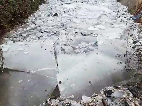 Eisschollen sorgen für Naturschauspiel in Emmendingen | Badische Zeitung