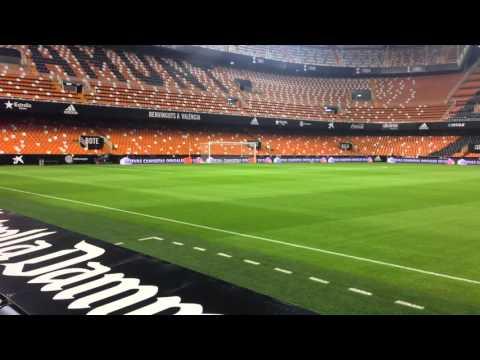 El estadio de Mestalla cambia su césped