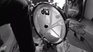 "Ebel Perrelli testando DW Design Pancake Bass drum 20"""