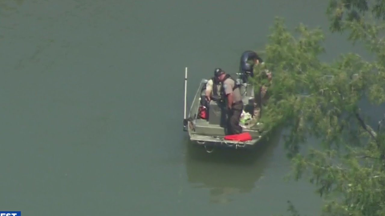 Download Divers find body of man in Guadalupe River