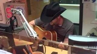 Craig Campbell sings a song