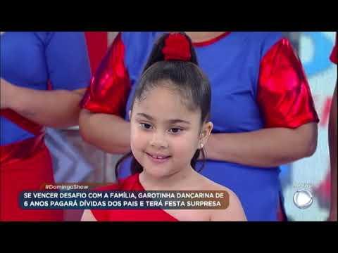 Família da garotinha dançarina encaram desafio no palco do Domingo Show