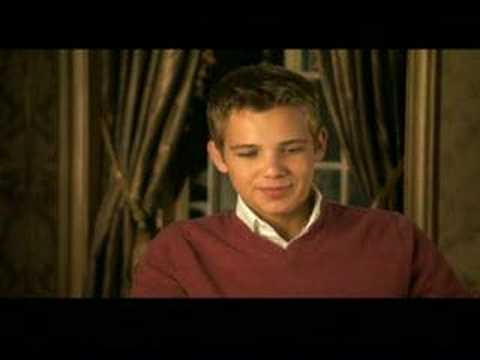Max Thieriot gets interviewed about Nancy Drew
