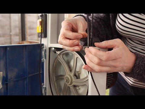 Changing and adjusting a band saw blade on the Scheppach HBS20