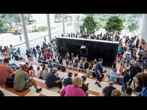 New Apple Store Opens In Aventura, Florida