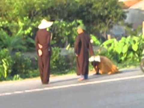 Hành trình Nhất bộ nhất bái đã đến Quảng Bình.flv