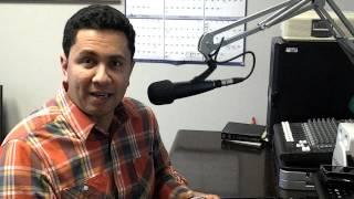 """Aurélio Campos apresenta o programa """"Hora do Estudo Bíblico"""" na rádio BBN."""
