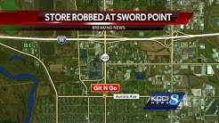 Man robs convenience store with machete
