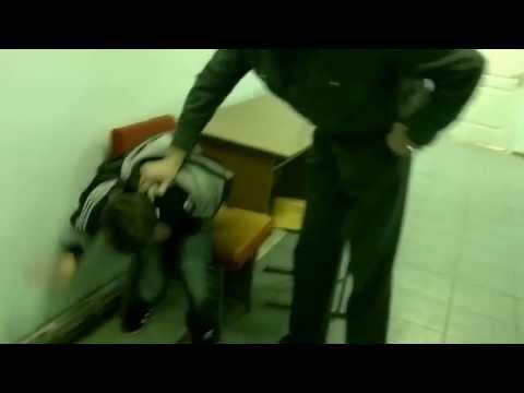 14-ти летний подросток в милиции
