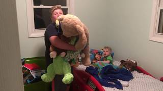 寝付けぬ2歳の弟に14歳の兄が読み聞かせをするというやさしい世界。それを台無しにしたのは・・・(アメリカ)